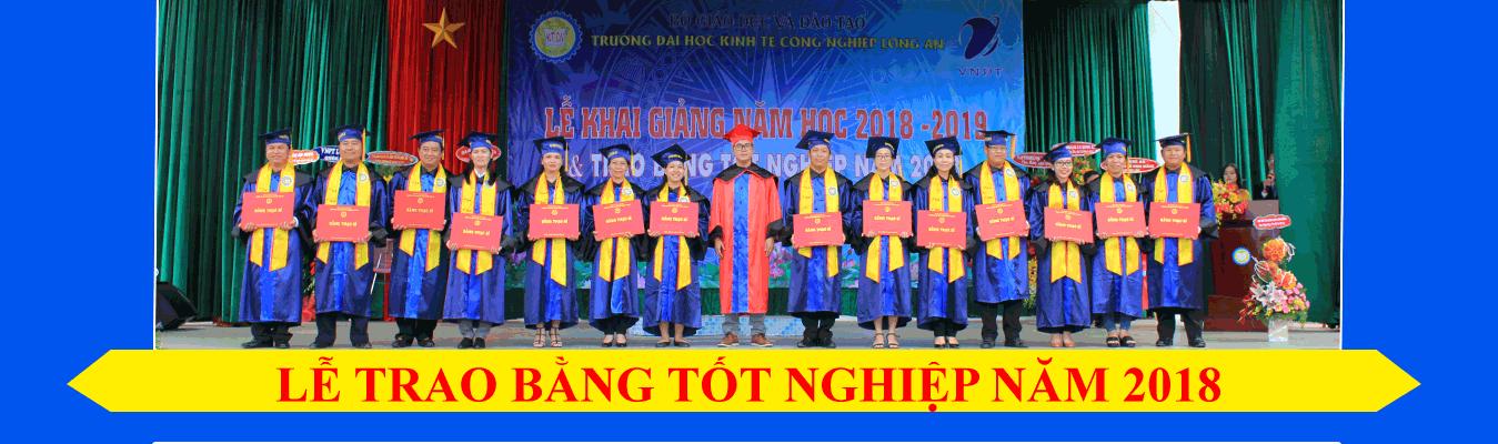 trao bằng tốt nghiệp năm 2018
